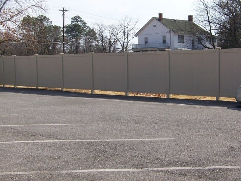 Vinyl fence for commercial property in Silver Spring