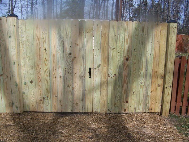 flat top vinyl fence in Leonardtown