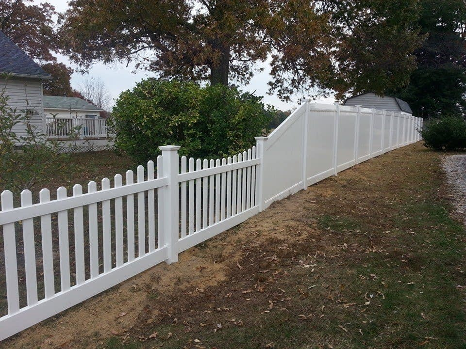 white scalloped fence installed by Thomas Fence in St. Mary's County