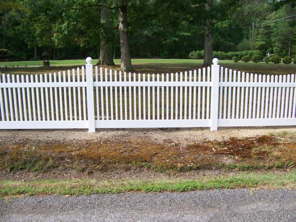 Long Gate vinyl fences in Lexington Park